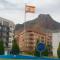 El Ayuntamiento renueva la bandera de la rotonda de la Rambla